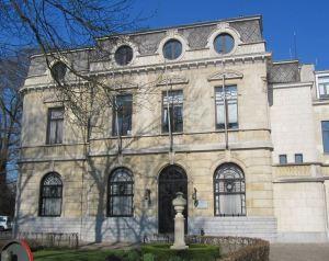 Het gemeentehuis van Boechout. Een bouwwerk dat menig Vremdeling in zijn leven nooit hoopt te zien.