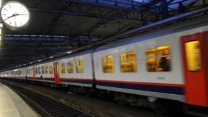 Op 28 november, 3 december en 10 december zullen de treinen rijden in Vlaanderen. De regering vreest voor overbelasting van de spoorinfrastructuur.