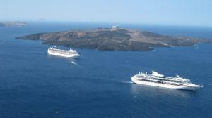 Cruises voor de kust van Lampedusa: nooit een moment van verveling. Daarom een beeld van Santorini.