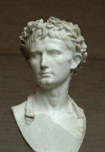 Een beeld van de eerste Romeinse keizer, genaamd Augustus.